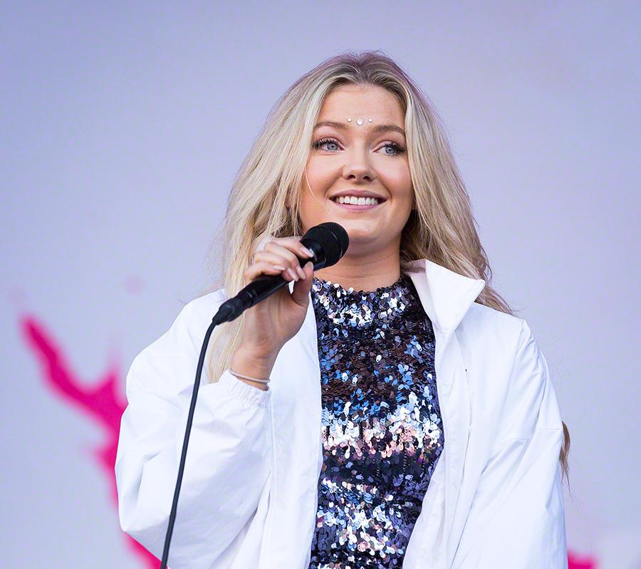Astrid S in concert